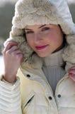 Femme aux vacances de l'hiver image libre de droits