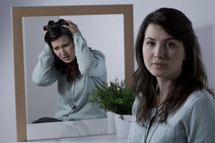 Femme avec émotion instable image libre de droits