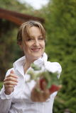 Femme avec Aplle photographie stock libre de droits