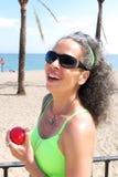 Femme avec Apple Image stock
