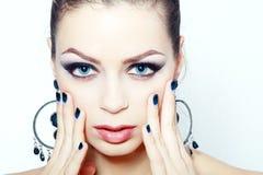 Femme avec brillamment des yeux bleus Photographie stock