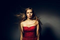 Femme avec de beaux longs cheveux images stock