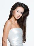 Femme avec de beaux longs poils photos stock