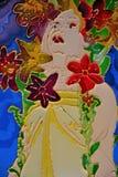 Femme avec de belles fleurs l'entourant Photographie stock