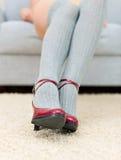 Femme avec de belles pattes Image stock