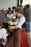 Femme avec de la bière Photo libre de droits