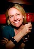 Femme avec de la bière Photographie stock libre de droits
