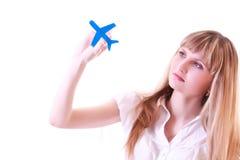 Femme avec de petits aéronefs dans des mains d'isolement Photo libre de droits