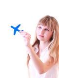 Femme avec de petits aéronefs dans des mains d'isolement Photographie stock