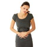 Femme avec des émissions d'estomac Photographie stock libre de droits