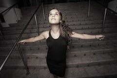 Femme avec des bras étendus Images stock