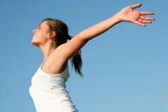 Femme avec des bras tendus Images stock