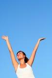 Femme avec des bras tendus Photo stock