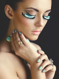 Femme avec des cils de couleur Images stock