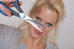Femme avec des ciseaux Photo libre de droits