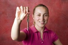 Femme avec des clés Photos stock