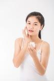 Femme avec des cosmétiques images libres de droits
