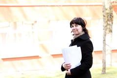 Femme avec des documents Image libre de droits