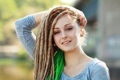 Femme avec des dreadlocks photographie stock