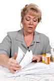Femme avec des factures de soins de santé Images stock