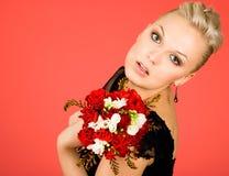 Femme avec des fleurs image stock