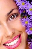 Femme avec des fleurs Photos stock