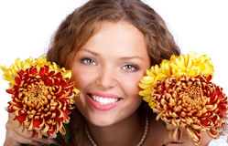 Femme avec des fleurs photo stock