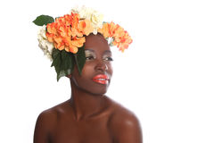 Femme avec des fleurs dans ses cheveux Photos libres de droits