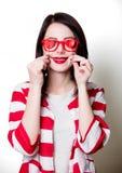 Femme avec des formes de coeur de valentines Photographie stock libre de droits