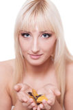 Femme avec des lames d'automne Image stock