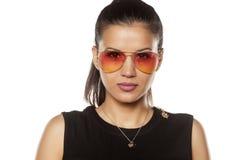Femme avec des lunettes de soleil Images libres de droits