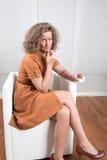 Femme avec des pharmaceutiques photos stock