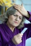 Femme avec des pillules Image libre de droits