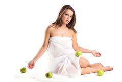 Femme avec des pommes. Photographie stock libre de droits