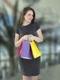 Femme avec des sacs à provisions images stock