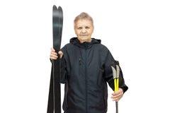 Femme avec des skis sur un fond blanc photo libre de droits