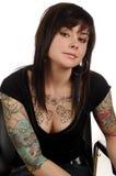 Femme avec des tatouages d'art de fuselage Images stock
