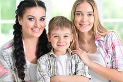 Femme avec deux enfants adorables Image stock