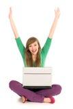 Femme avec encourager d'ordinateur portatif Images stock