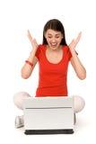 Femme avec encourager d'ordinateur portatif Photographie stock