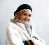Femme avec l'écharpe Images libres de droits