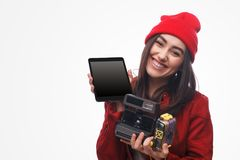 Femme avec l'appareil-photo et le comprimé image libre de droits