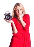 Femme avec l'horloge d'alarme Photo stock