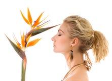 Femme avec l'oiseau du paradis Image libre de droits