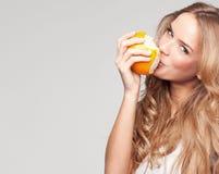 Femme avec l'orange Photographie stock libre de droits