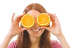 Femme avec l'orange, d'isolement images libres de droits