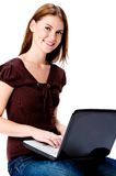 Femme avec l'ordinateur photo stock