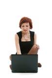 Femme avec l'ordinateur portatif. photographie stock libre de droits