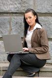 Femme avec l'ordinateur portatif Images libres de droits