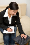 Femme avec l'ordinateur portatif Photos stock